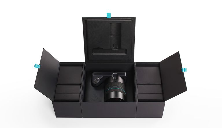 To showcase this standout product, Uneka created a package that acts as a display case for the Illum camera, designed by Lytro.